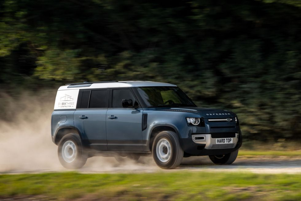 Land Rover Defender Hard Top za prevoz tovora